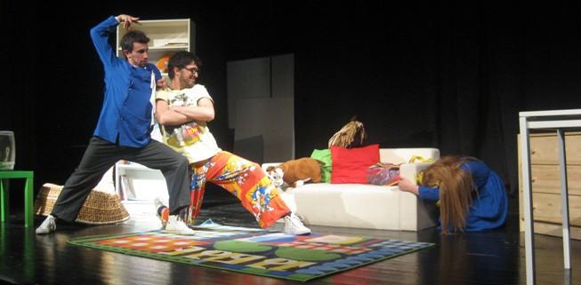 sallanan_sandalye_tiyatro_oyunu